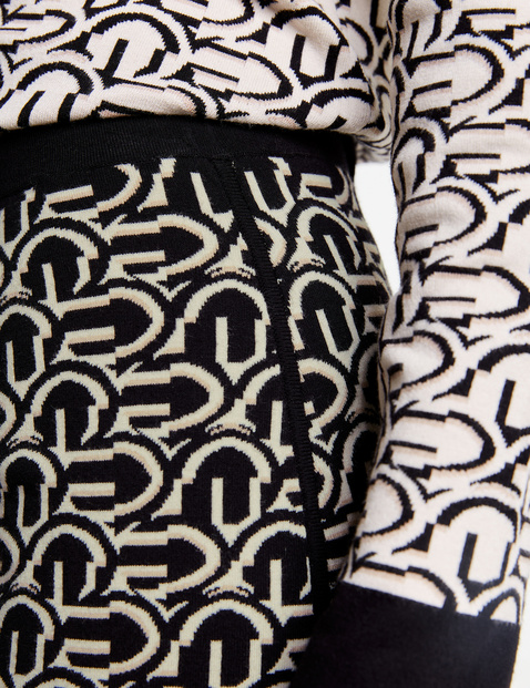 Knitted skirt with a graphic pattern