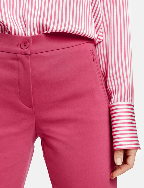 Trousers with a cropped leg