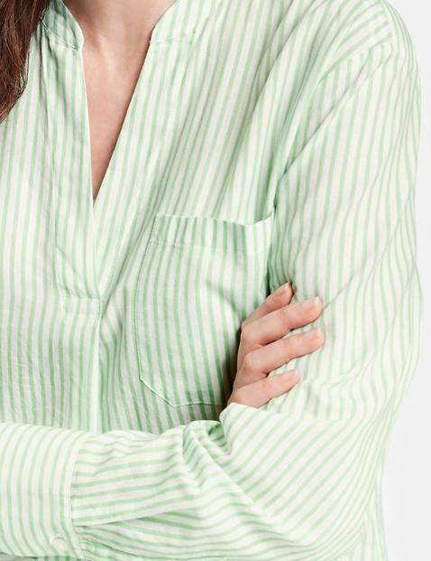 Bluse mit feinem Streifen
