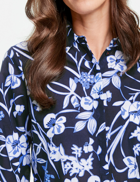 3/4-length sleeve blouse with a printed border