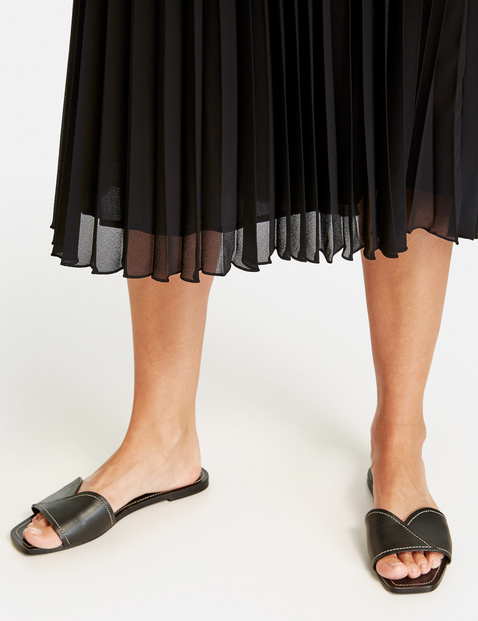 Pleated skirt in a midi length