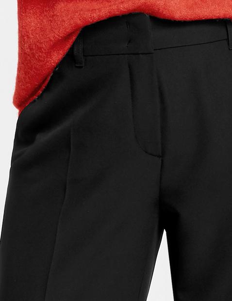 Spodnie o komfortowej szerokości nogawek
