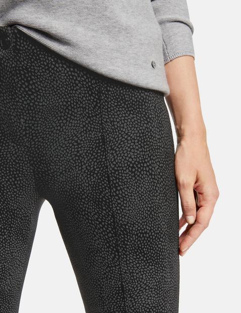 Spodnie z wężowym wzorem