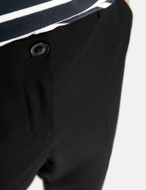 7/8-Length trousers with pressed pleats