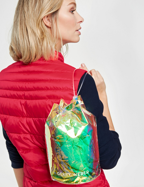 Body warmer with horizontal quilting