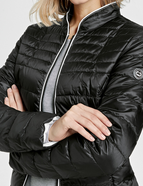 Jacket with horizontal quilting