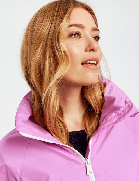 Jacket with adjustable waist