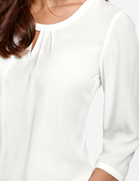 3/4-sleeve blouse with a pleated detail