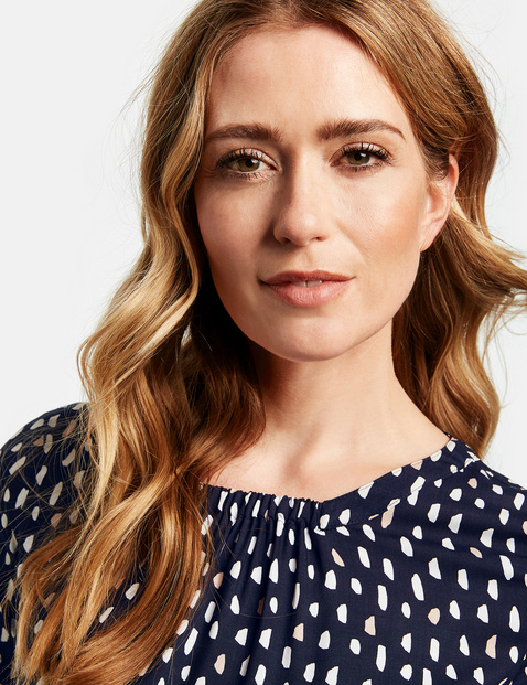 1/2-sleeve blouse with polka dots