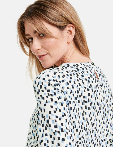 Blouse top with a box pattern