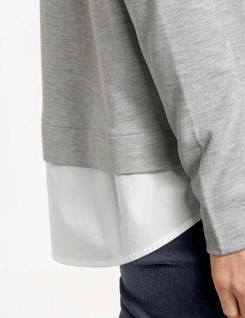 Long sleeve top with a hem trim
