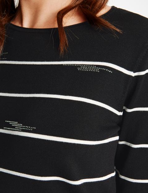 Pullover mit Steinchenapplikation
