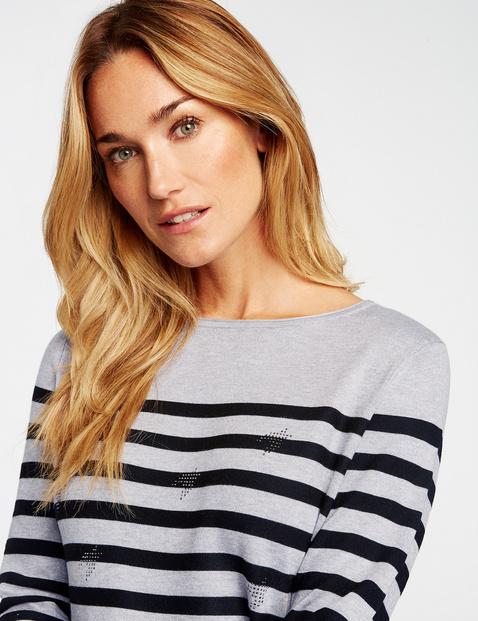 Sweter z ozdobnymi kamykami