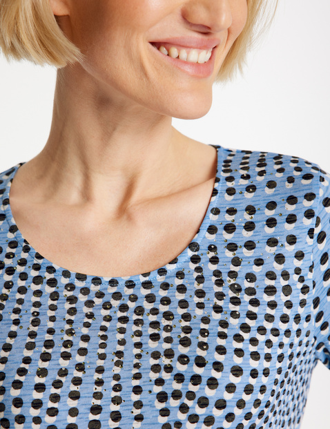 Three-quarter length sleeve top with a minimal pattern