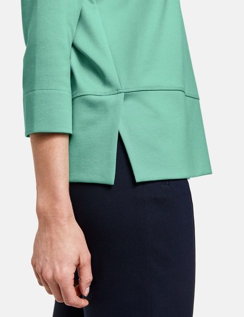 3/4-length sleeve top with dividing seams